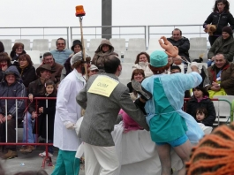 луди доктори на карнавал в Сесимбра - снимка - kikabelata