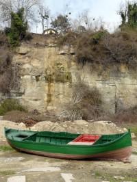 лодка и водопад